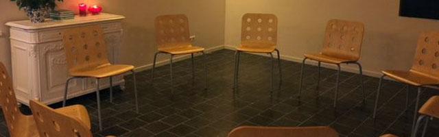 familieopstellingen-kring-stoelen-btn